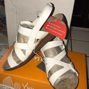 Yuu white sandals